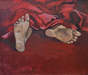 Стопы на красной ткани