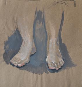 Ноги на серой ткани