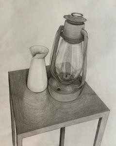 Натюрморт с лампой и вазочкой вид сверху